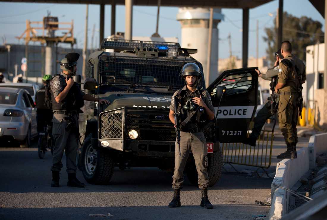 Israelisk polis vid en vägspärr i september. Bilden är tagen i ett annat sammanhang.
