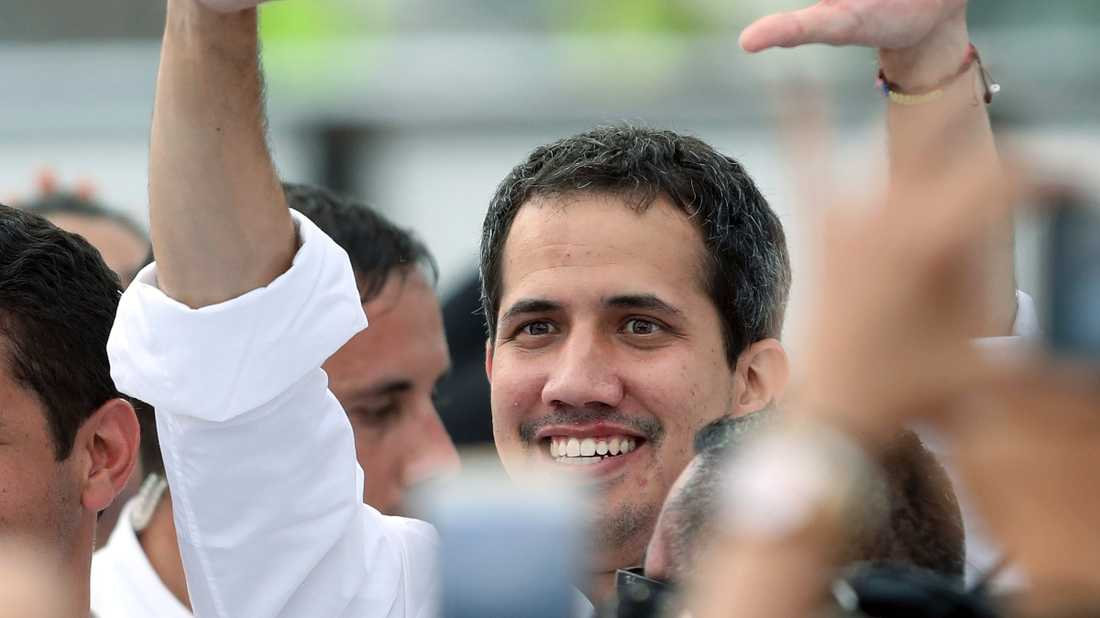Juan Guaidó anländer till välgörenhetskonserten i Colombia.