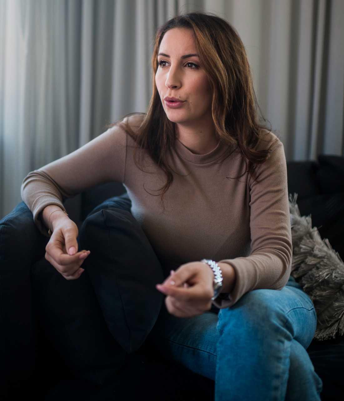 Samira Tajiou Stan, 30, är kritisk mot vården efter makens självmord.
