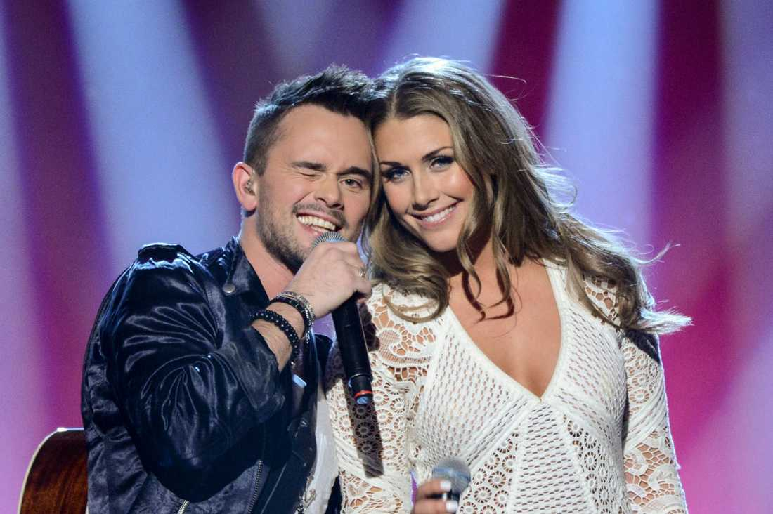"""På lördag tävlar hon i Melodifestivalens """"Andra chansen"""" tillsammans med Erik Segerstedt med låten Hello Goodbye."""