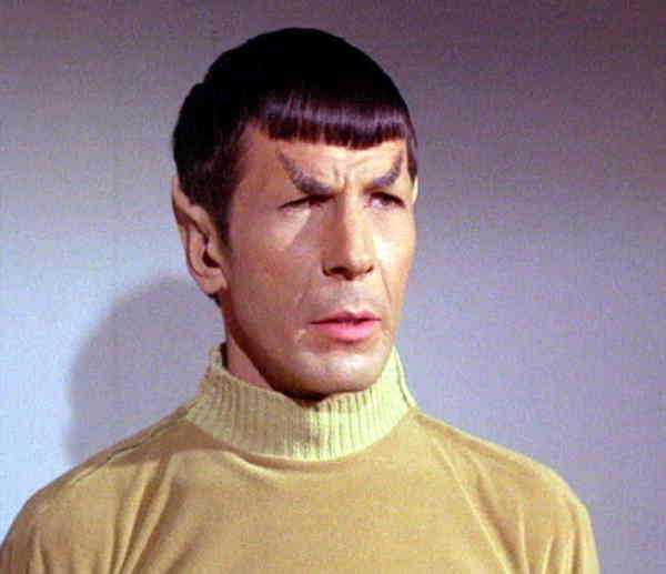 Spock spelad av Leonard Nimoy.