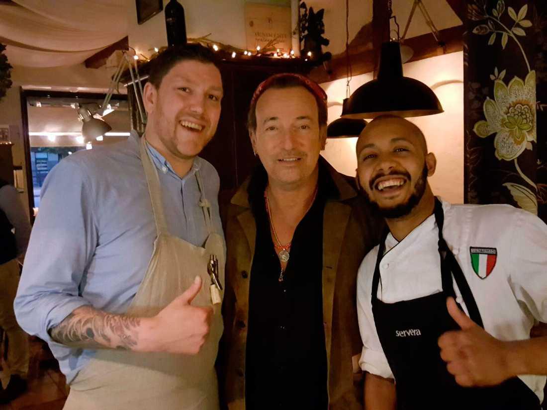 Servitören Nils Thyni (till vänster) och kocken Amine Rachdi såg till att Bossen blev mätt och belåten senast i Göteborg.
