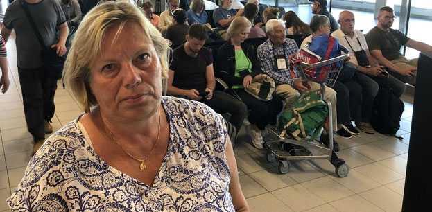 Lena Johansson, 51, har drabbats av förseningarna.