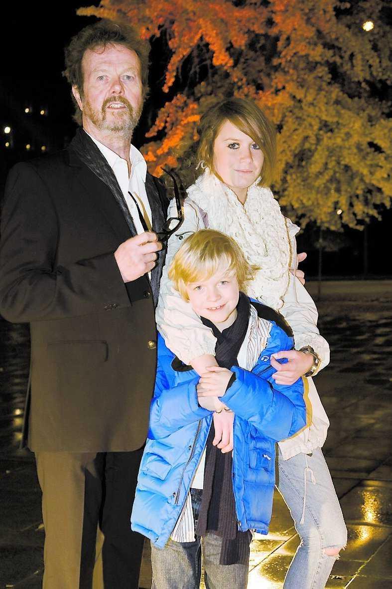 Göran Stangertz med sig barnen Maggie och Nils.
