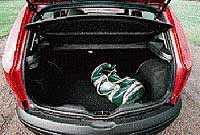 Fiat rymmer bara 191 liter bagage. Inte så snyggt inklätt som Skoda.