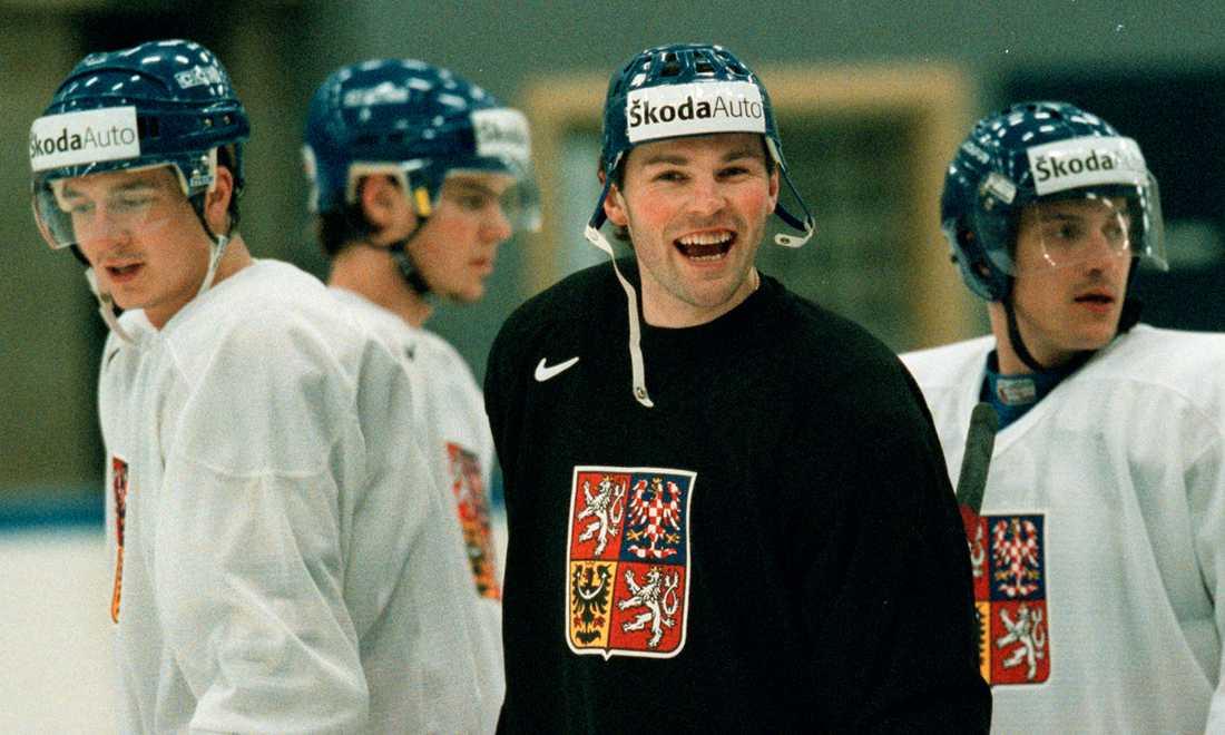 Jagr har roligt med landsmännen i Tjeckien. Bilden är tagen på en träning inför VM i Sverige 2002.