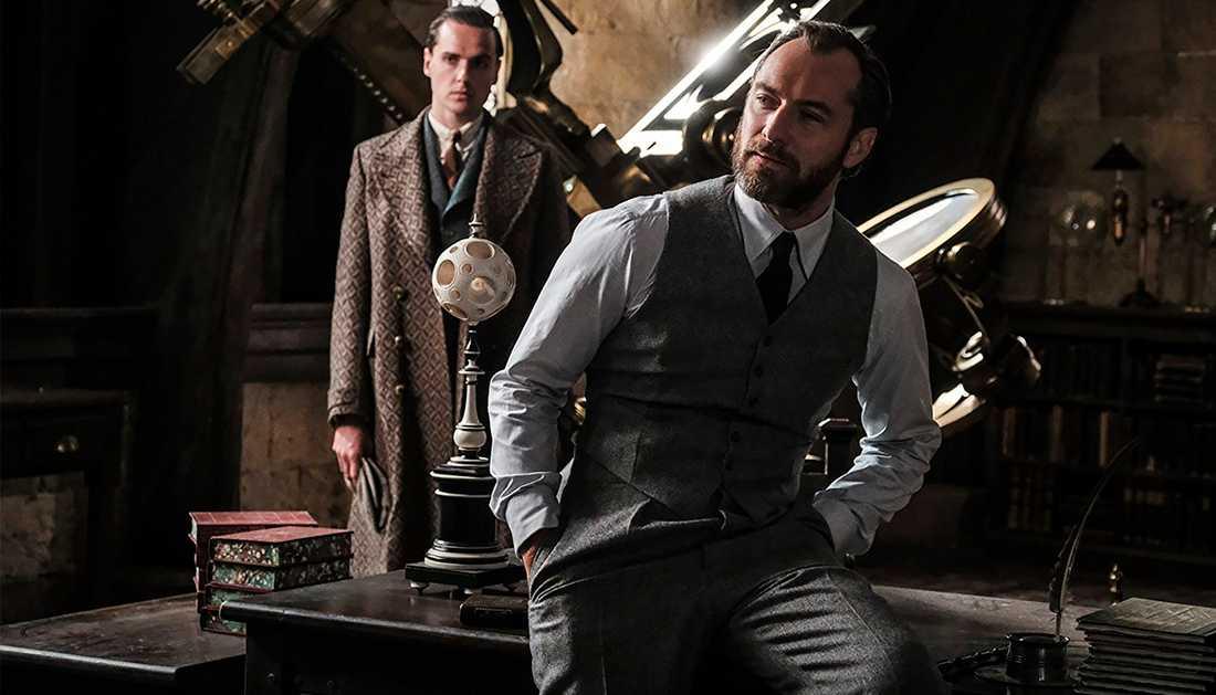Jude Law spelar en ung Albus Dumbledore.