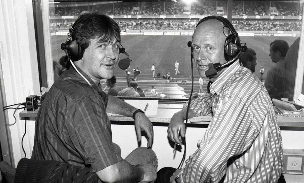 Ralf Edström i kommentatorshytten tillsammans med Thomas Simpson 1989.