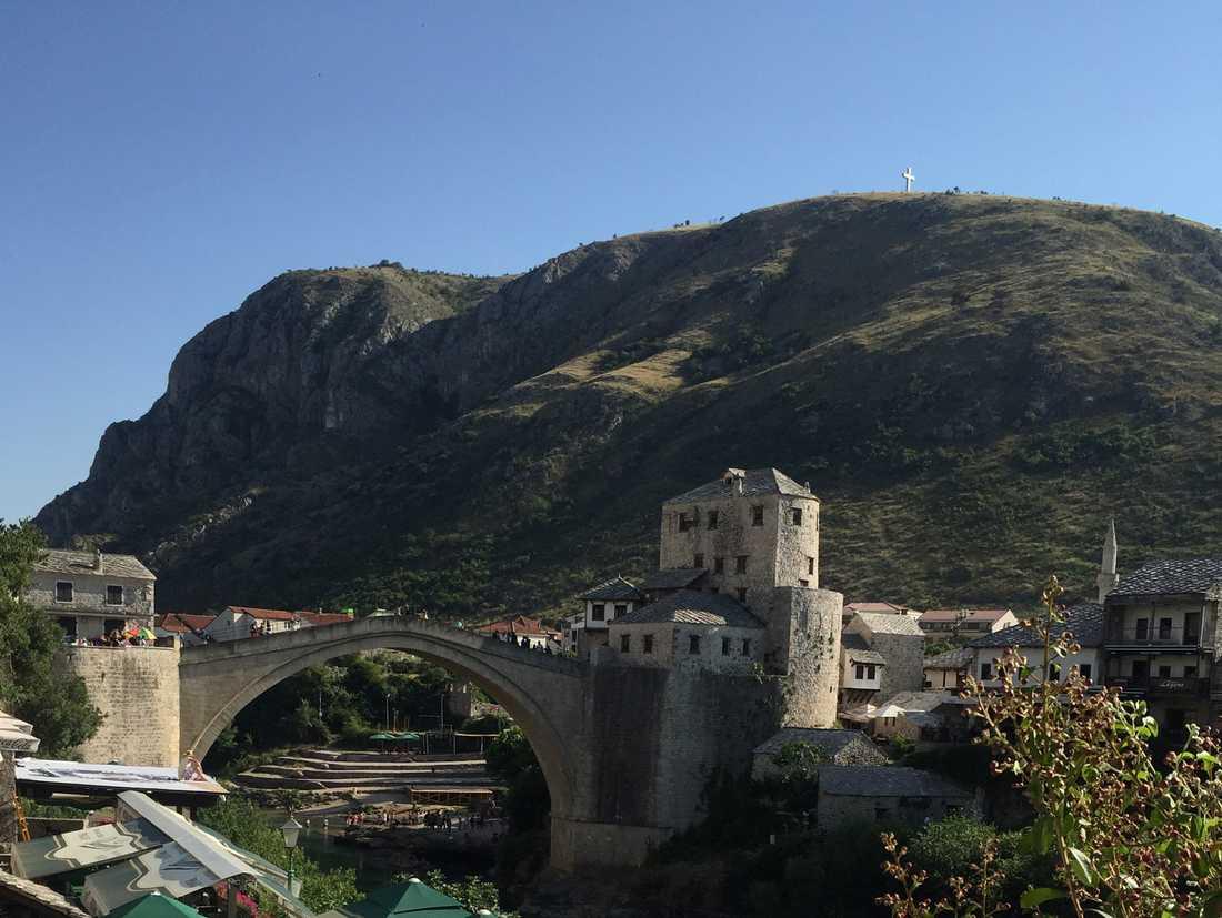 Bron som delar staden Mostar. Foto Lidija Praizovic