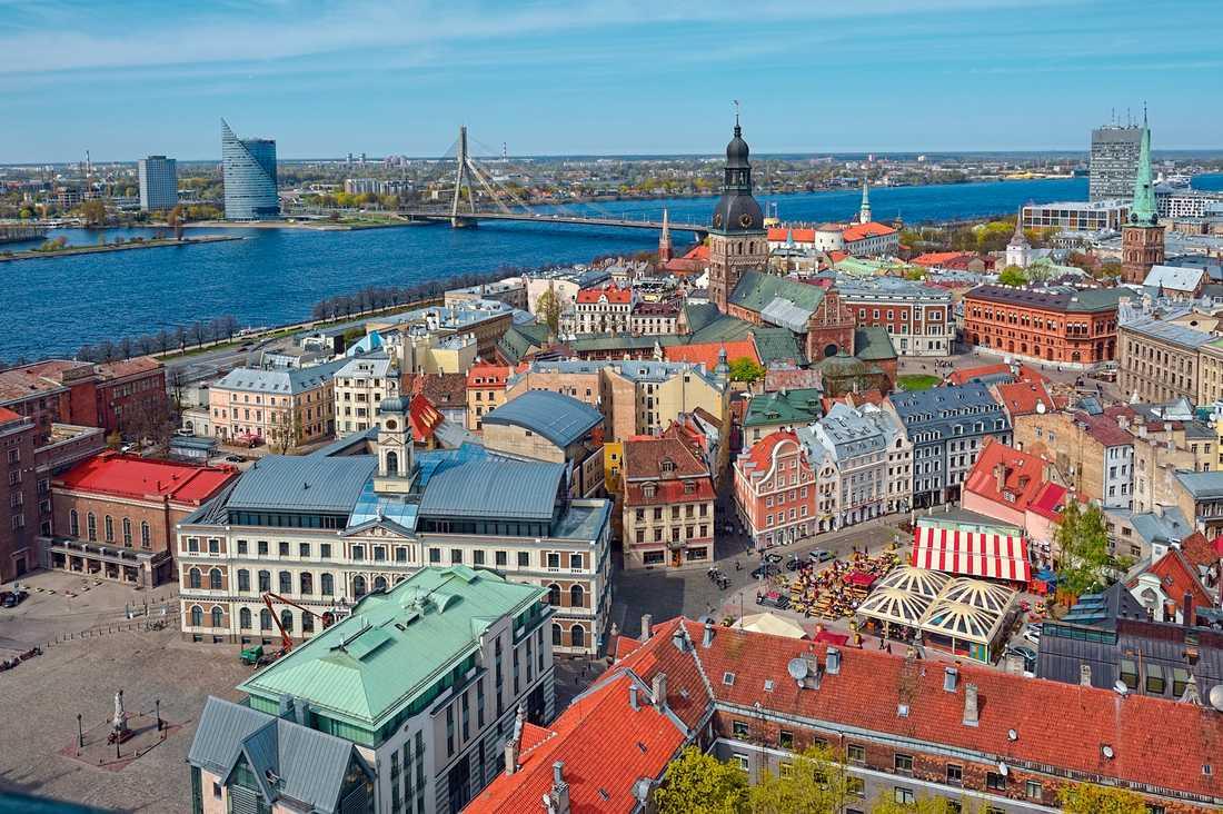 Riga är ett av våra närmsta budgetresmål. Men vill du lyxa till det för en liten slant - åk nu. Det här är ett resmål som kommer bli dyrare.