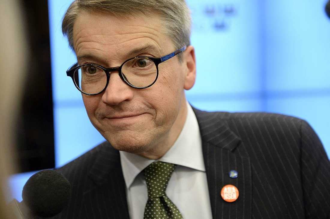 Göran Hägglunds stöd är 22 procent.