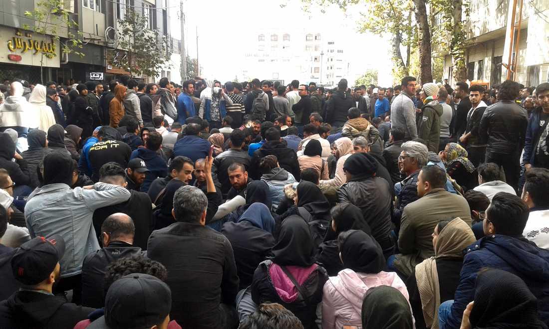 Högkommissionären manade Irans styre att tillåta sin befolkning att demonstrera fredligt.