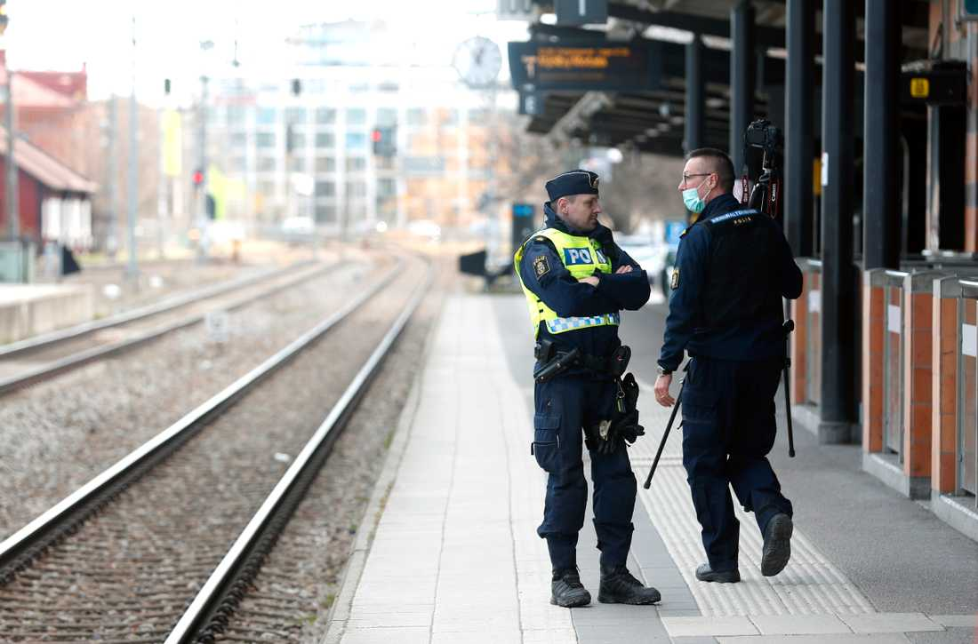"""En man har gripits misstänkt för """"grovt våldsbrott"""" på centralstation i Linköping. Larmet kom vid 10.53 och tre minuter senare var första patrullen på plats."""