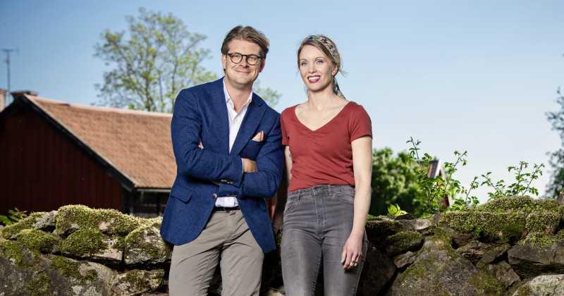 """Rickard Thunér och Erika Åberg, programledare för """"Det sitter i väggarna""""."""