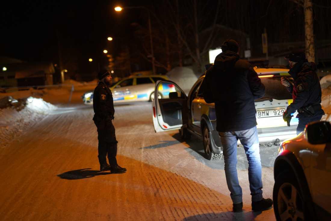 En man är skjuten till döds i Umeå.