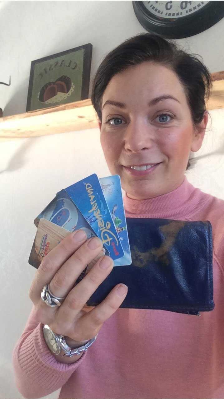 Nina Gimström fick tillbaka sin tappade plånbok eter 20 år. Den visade sig vara en riktig tidskapsel.