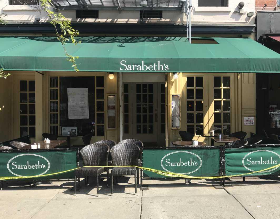 Händelsen utspelade sig mitt i brunschrusningen på restaurangen Sarabeth's i New York.