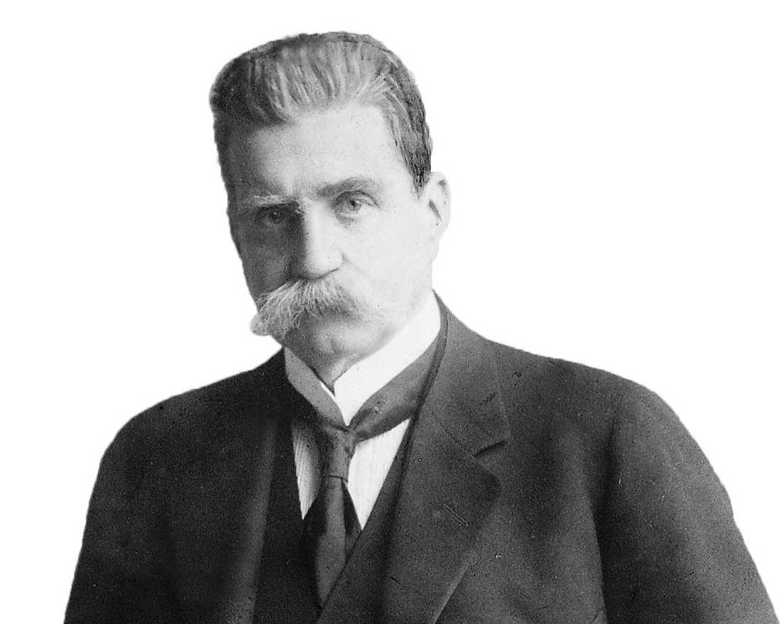 Socialdemokraten Hjalmar Branting ville stödja de vita – men ändrade sig.