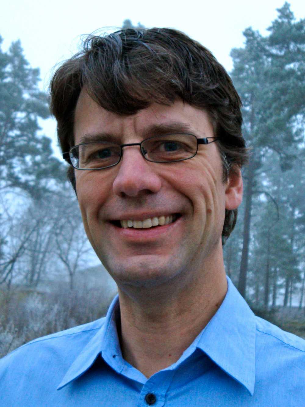 Svante Jonsell, docent i atomfysik vid Stockholms universitet.