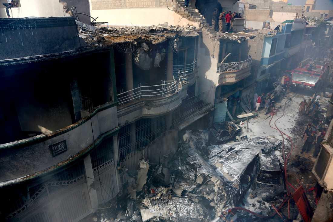 Planet kraschade i ett bostadsområde i Karachi.