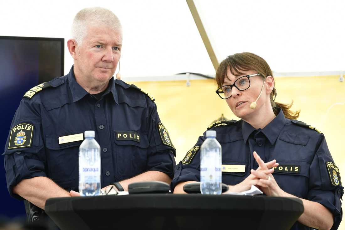 Christer Birgersson, kommenderingschef för polisen insats i Almedalen och Anette Haag, biträdande kommenderingschef under söndagens presskonferens om polisen och säkerhetspolisens arbete under Almedalsveckan.