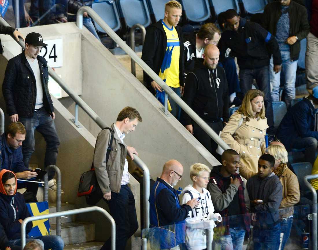 Mpånga åskådare lämnade innan matchen var slut.