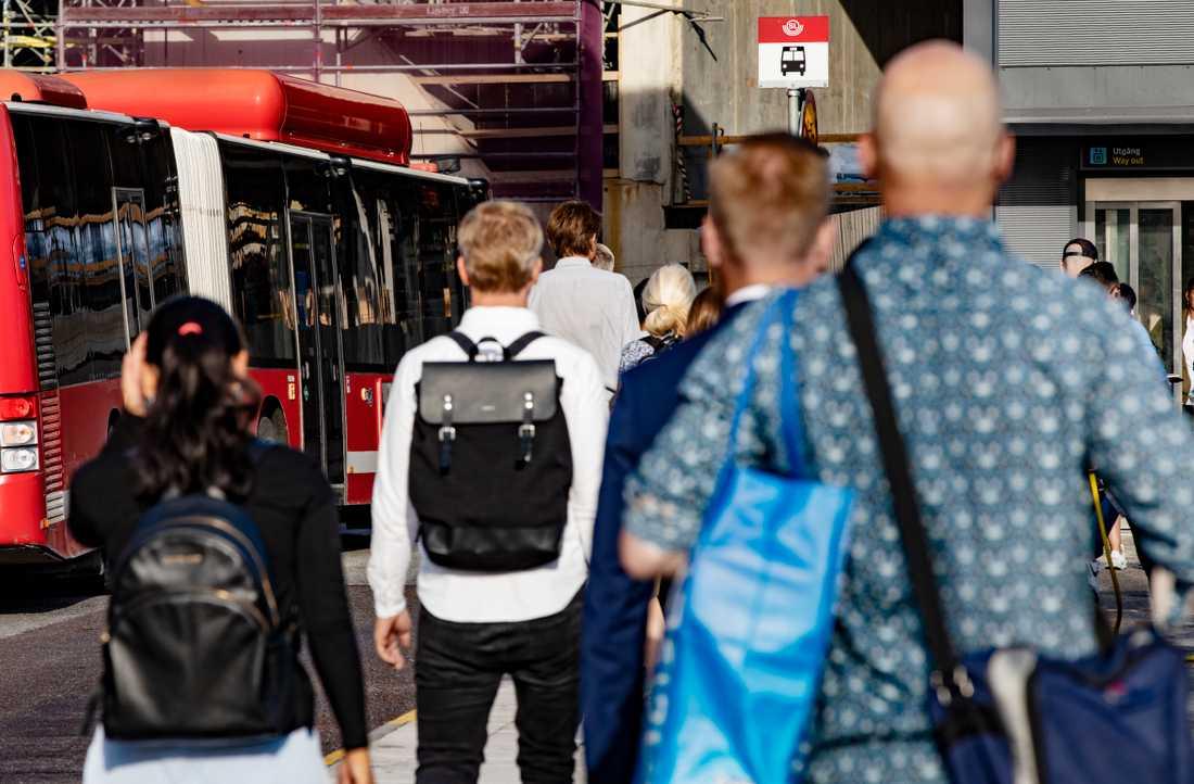 Risken är stor för ökad trängsel i kollektivtrafiken nästa vecka när det både är jobbvecka och skolstart.