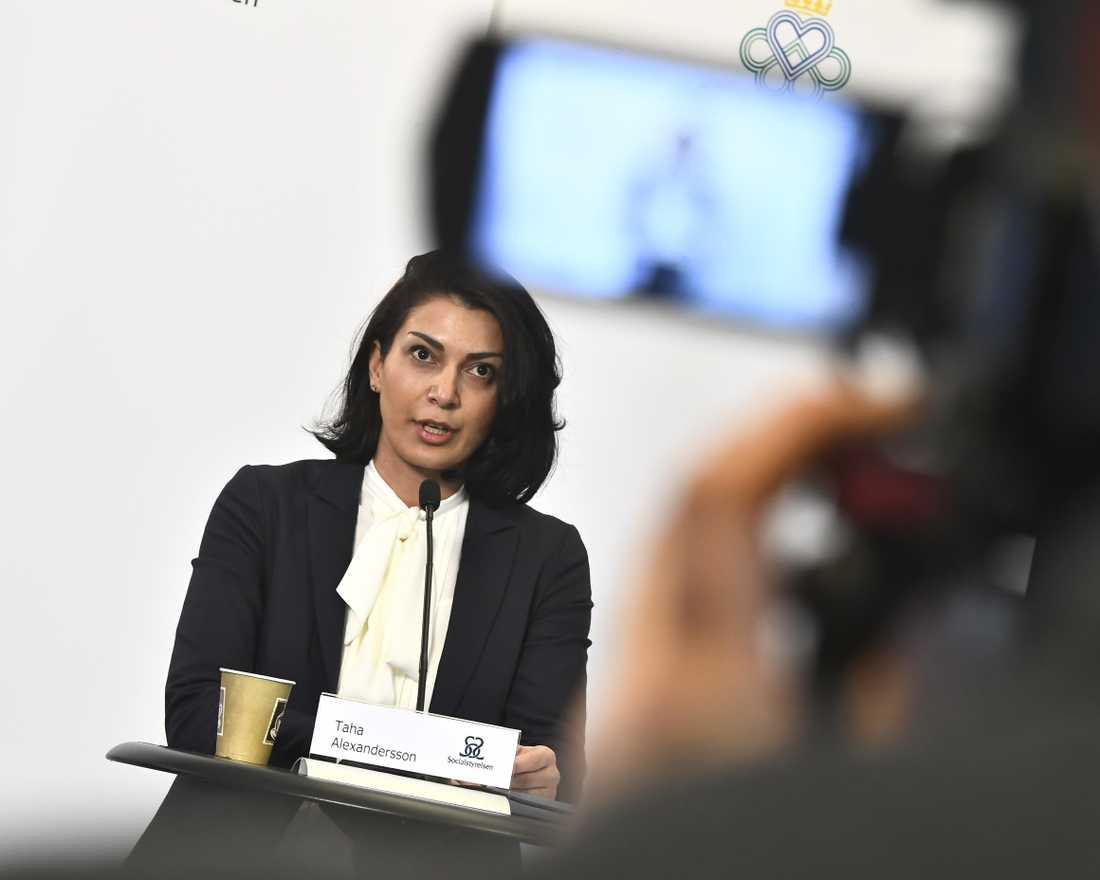 Enligt Taha Alexandersson, ställföreträdande krisberedskapschef på Socialstyrelsen, finns det skyddsutrustning i landet.