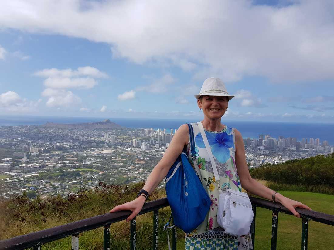Ann-Christine Reimer reser helst själv, här på Hawaii.