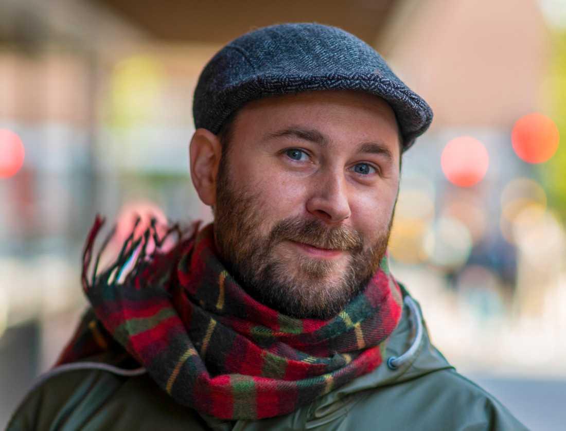 """Erik Hansson disputerade vid Uppsala universitet med avhandlingen """"Det känns fel"""", där han studerade samhällets reaktioner på tiggande EU-medborgare i Sverige."""