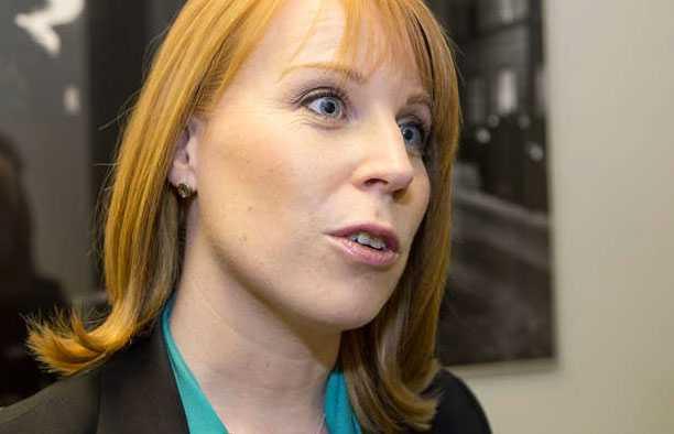 huvudgäst Annie Lööf medverkar i Partiprogrammet i kväll.