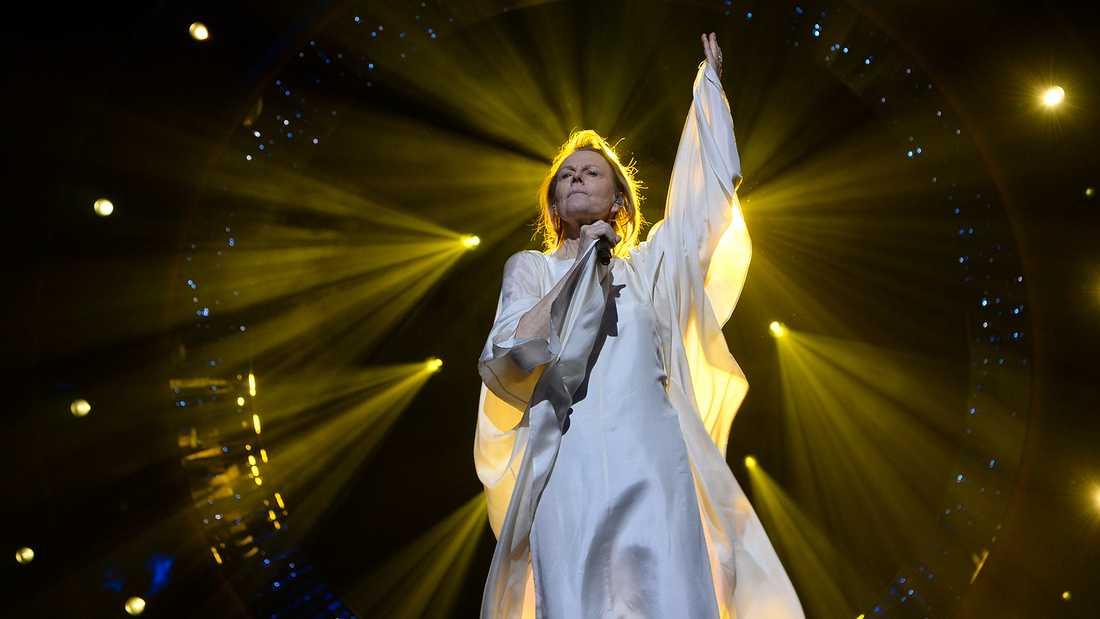 """Arja Saijonmaa sjunger """"Mina fyra årstider""""."""