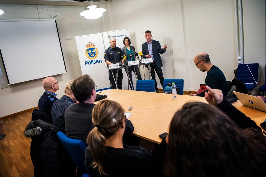Presträff med Polisen och Säpo om arbetet för att skydda valet. Stefan Hector, kommenderingschef Polisen, Susanna Trehörning, kommenderingschef Säpo och Martin Valfridsson, rättschef Polisen.