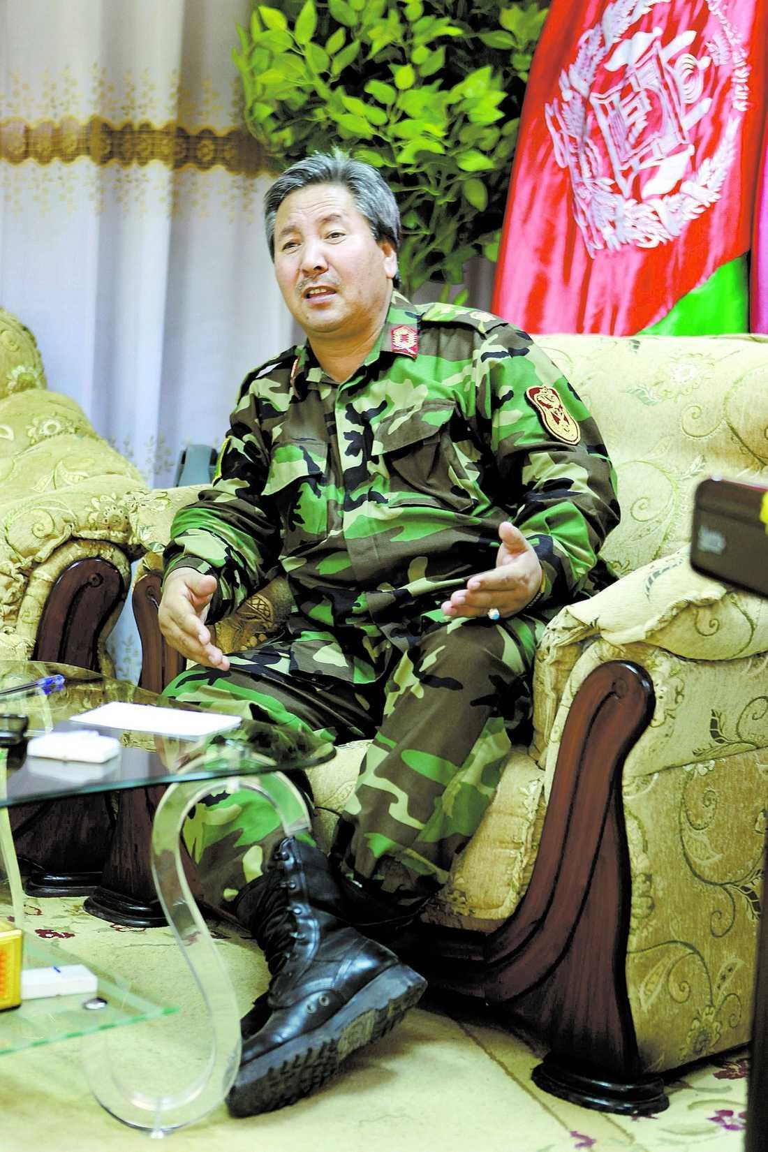 Hyllar svenskarna Afghanske generalen Murad Ali Murad får hjälp av den svenska militären. Och han är mycket nöjd.