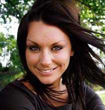 Emma Andersson blev först känd genom sin dubbla medverkan i Expedition: Robinson. Hon har sedan dess bland annat programledare, och bor i dag i Detroit, USA, där hennes pojkvän spelar hockey.