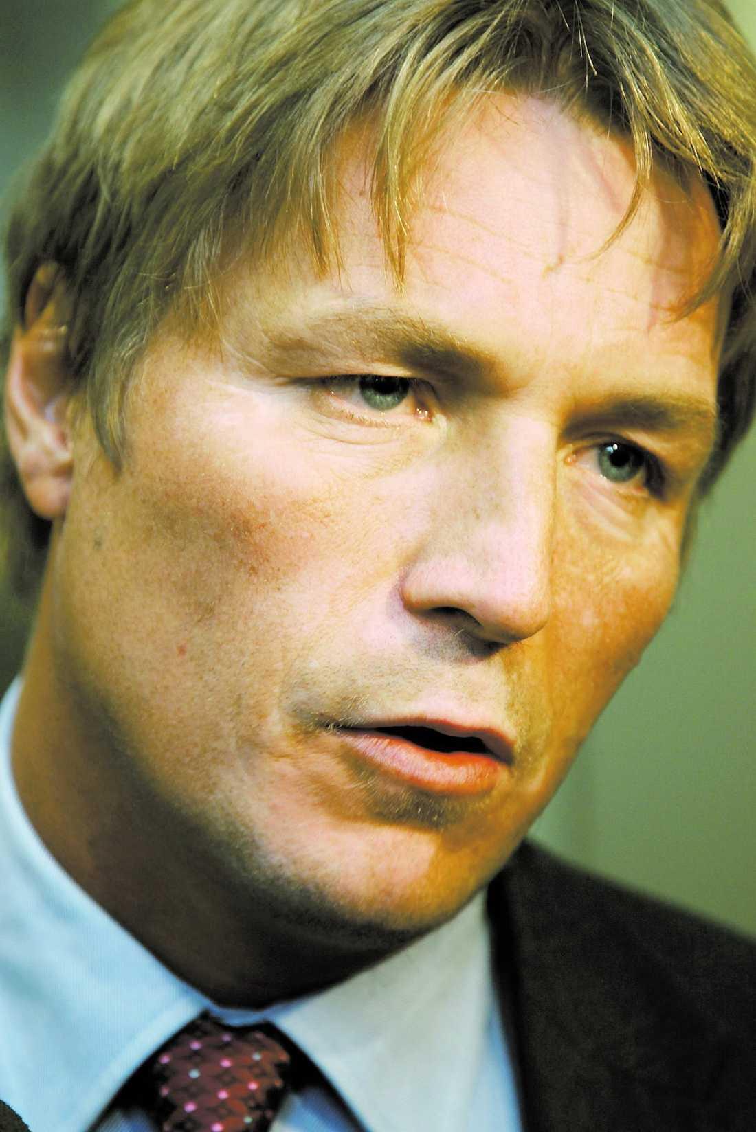 dementerar inte Thomas Bodström låter hälsa via sin pressekreterare att han inte vill uttala sig förrän han läst Eva Franchells bok.