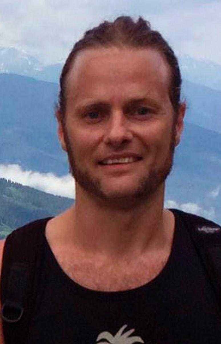 Oskar Cedermalm, sångare i bandet.