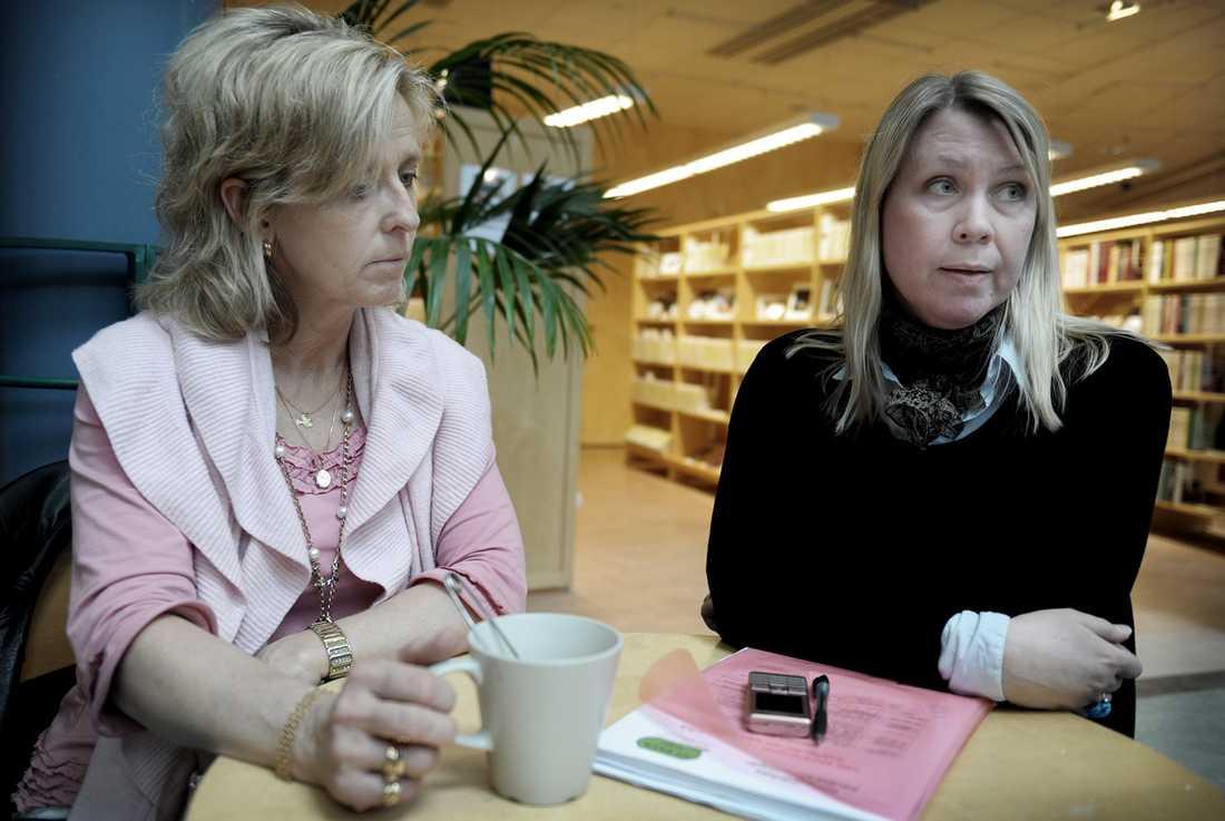 Upprörda föräldrar Marie Adolfsson och Anna Wangeby är representanter från föräldraföreningarna i Kungsbacka. Här har föräldrar från 25 skolor gått ihop för att höja skolpengen, som är bland de lägsta i länet. Skärmväggar för att dela av klassrum, och brist på resurser till elever med särskilda behov är några av problemen. I mars lämnade de över 5000 namnunderskrifter till kommunledningen.  - Hade det här varit en kommun med problem så hade vi haft förståelse, men Kungsbacka går med vinst. Vi borde ha råd med en bra skola, säger Anna Wangeby.