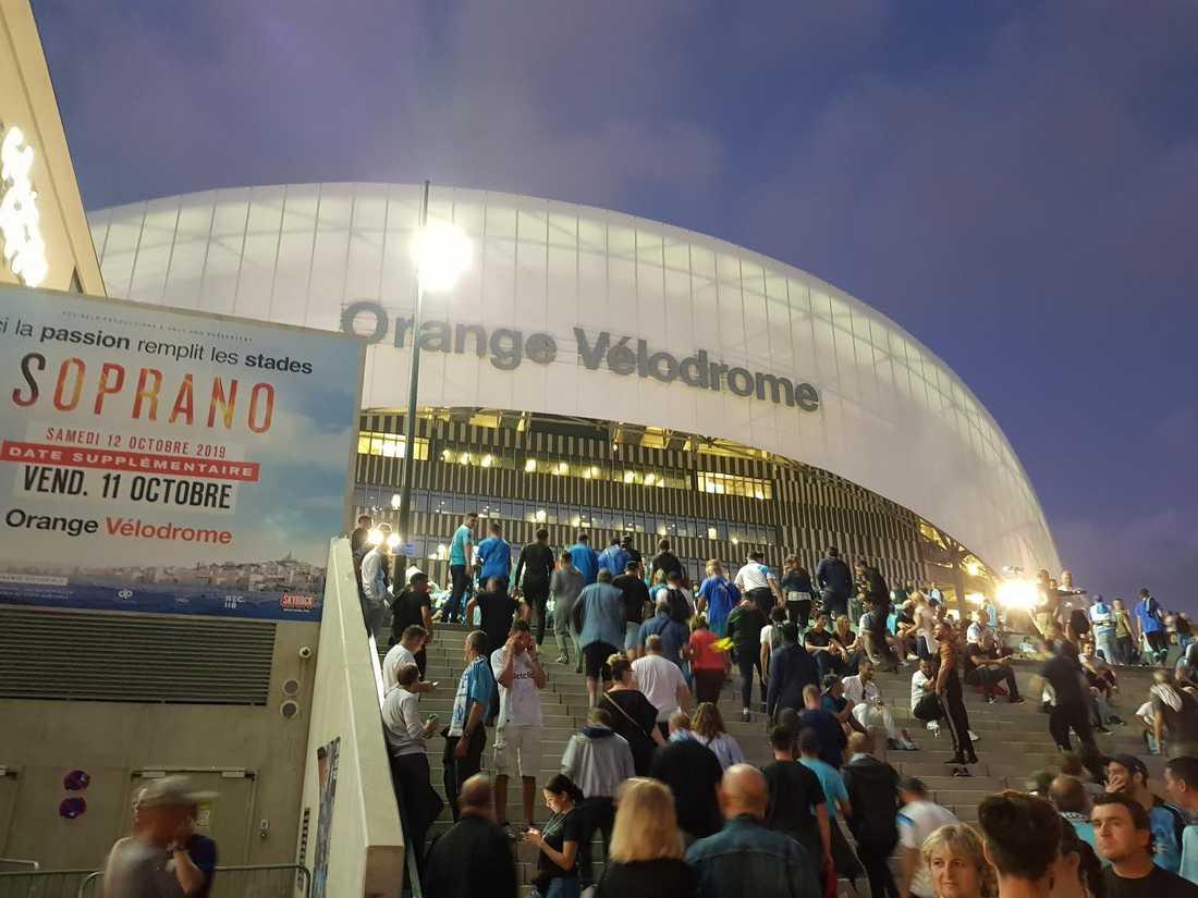Marseille fans anlände i stora skaror.