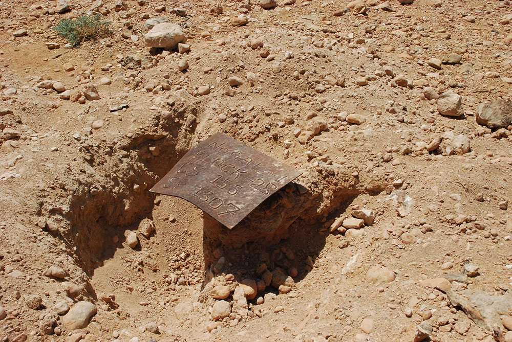 """På ett torrt stenigt område i Somalia finns en liten anspråkslös skylt markerad """"Nogal-1"""". Under stenarna vilar stora rikedomar i form av olja."""