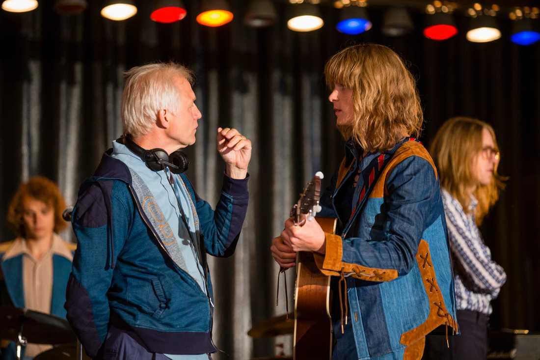 Regissören Hannes Holm och Adam Pålsson som spelar Ted Gärdestad.