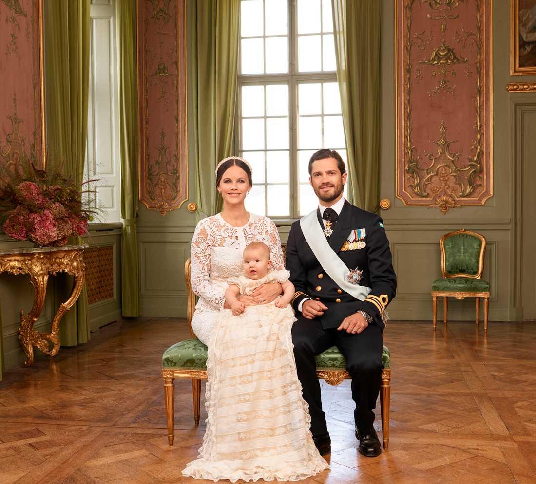 Prins Alexander med sina föräldrar prinsessan Sofia och prins Carl Philip.