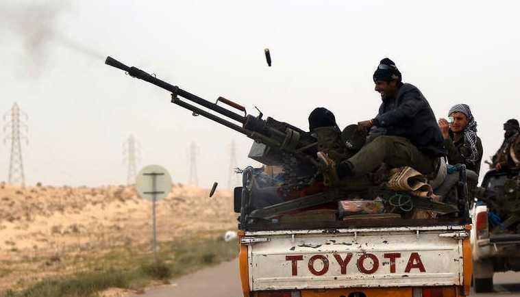 Oppositionens styrkor har svårt att försvara sig mot Gaddafis artillerianfall.