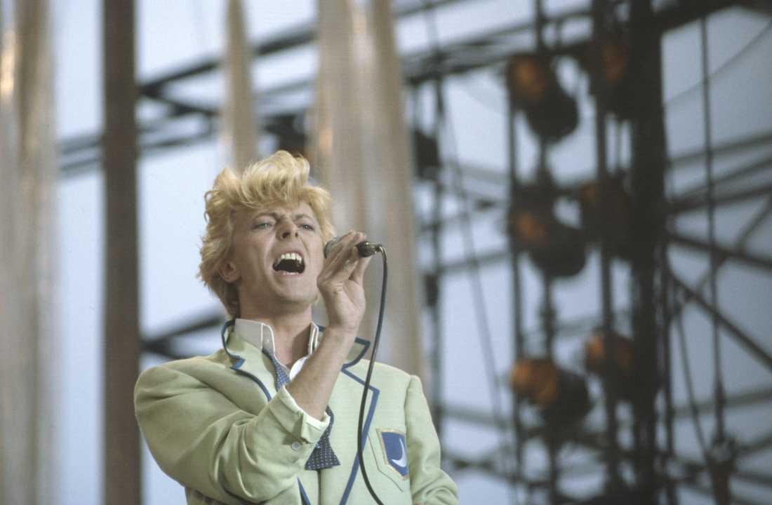 """David Bowie på Ullevi i Göteborg under """"Serious moonlight""""-turnén den 11 juni 1983. 61 000 personer var på plats, den dittills största konserten på en svensk scen någonsin."""
