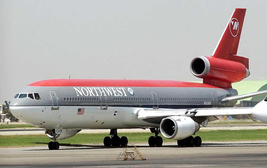 DC 10 tillverkades i totalt 446 exemplar åren 1971-1989. Ett 30-tal flygbolag har haft modellen i sina flottor, däribland SAS och Finnair. Ombord finns plats för uppemot 400 passagerare.