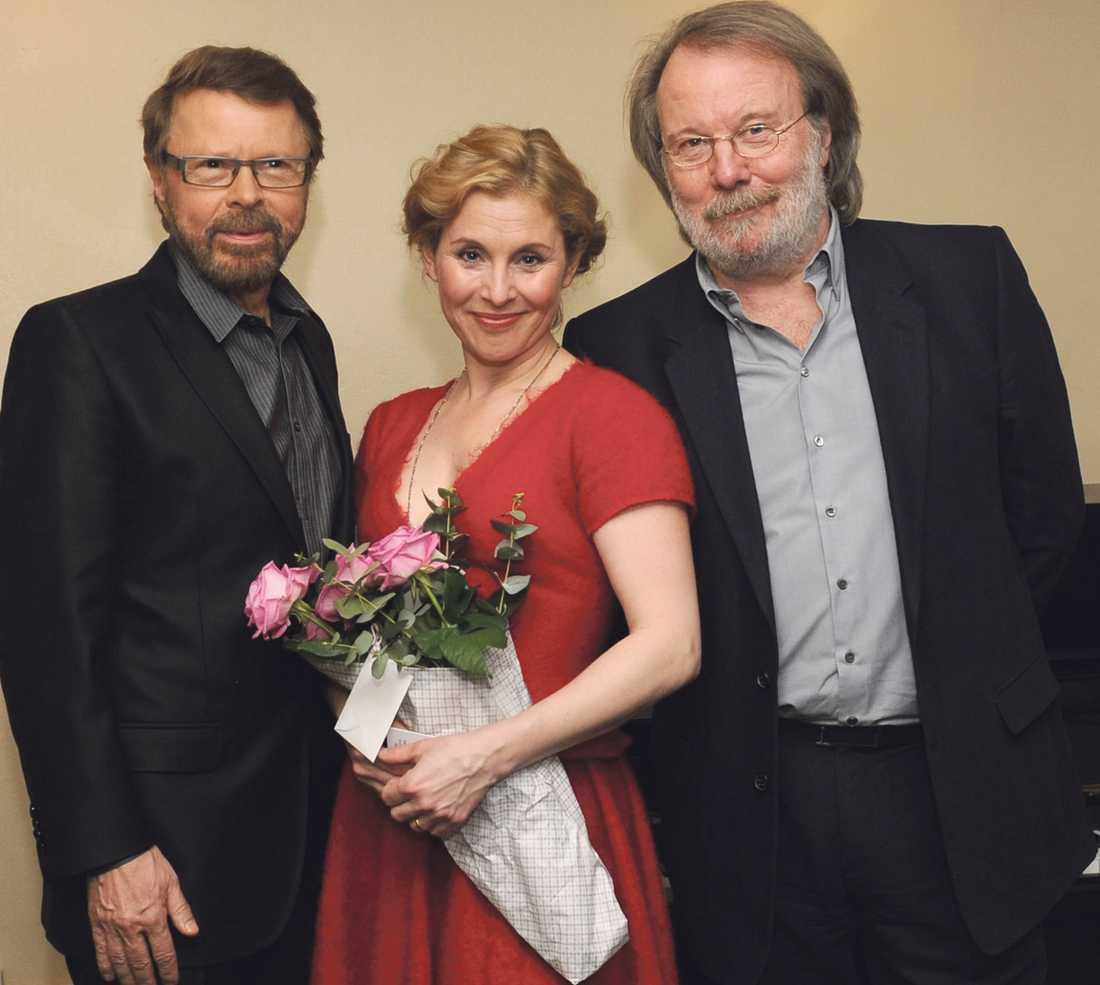 SUCCÈ I LONDON Björn Ulvaeus, Helen Sjöholm och Benny Andersson fick publiken att jubla. Nu väntar nya utmaningar – och prinsessbröllop.