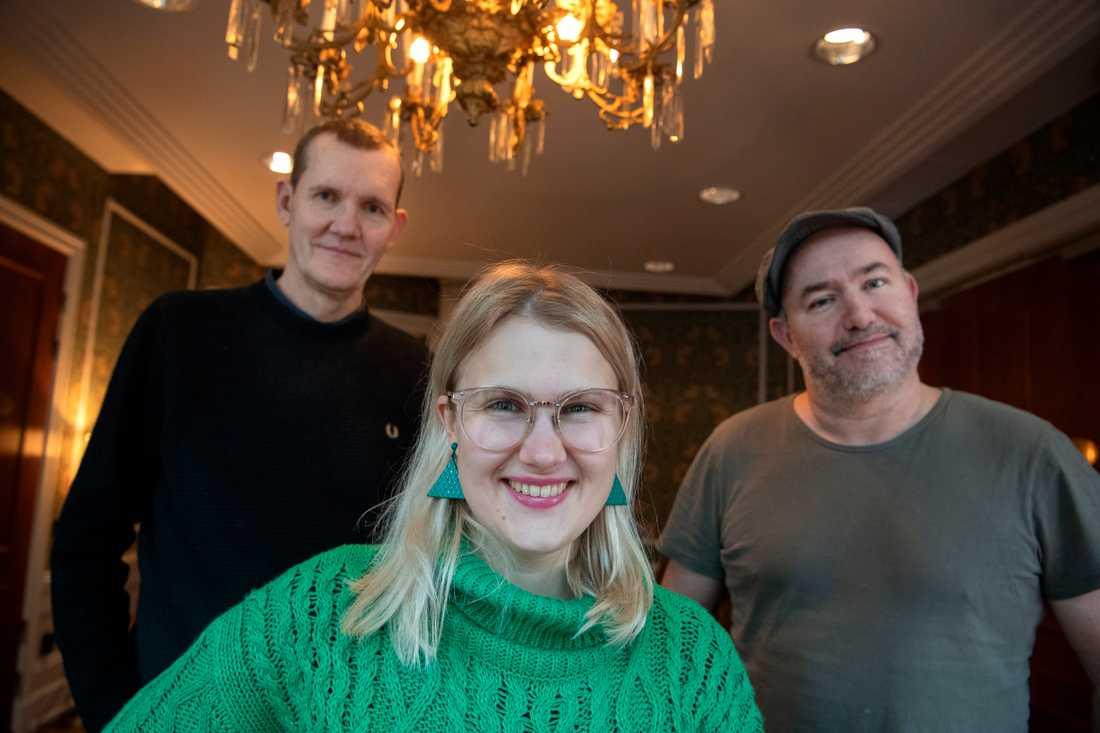 """""""Jag har fått så oerhört mycket tillbaka genom att jobba med Emma och hela det här gänget. Jag önskar att alla kunde få uppleva det"""", säger Glada Hudik-grundaren Pär Johansson, här tillsammans med filmens regissör Johan Skog och Emma Örtlund."""