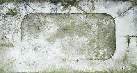 """Holiday Drive Detail"", 2007. Orkandrabbad swimmingpool från ovan.© Clay Ketter"