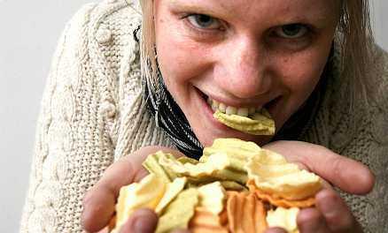 Det finns ingen anledning att avstå från sina chips för någon fullkornsvariant om man inte tycker att de är godare.Foto: ULF HÖJER