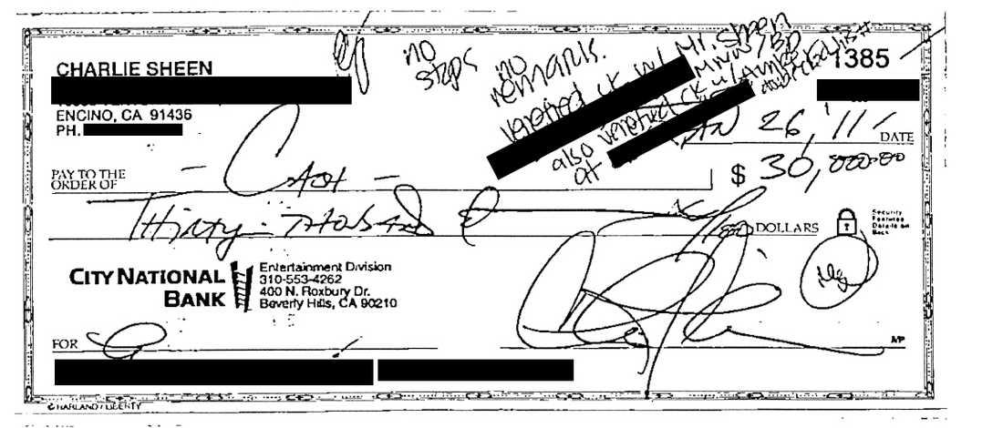 Checken på 30 000 dollar, signerad av Charlie Sheen.